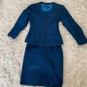 Navy blue Anne Klein suit (2 piece, 4 petite)
